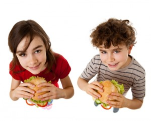kids with sandwiches