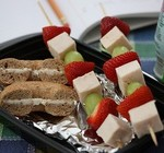 Healthy lunch: fruity chicken kebobs